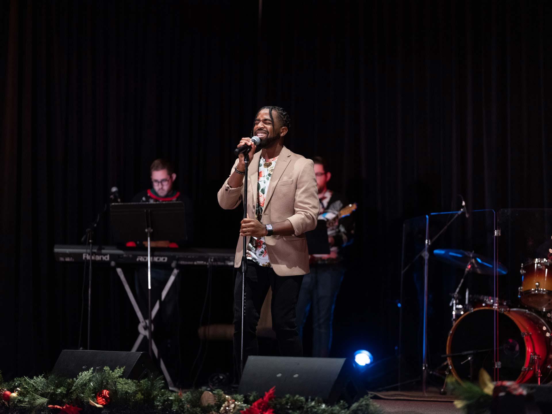 sharing-the-joy-of-the-season-harmony-christmas-benefit-concert-3
