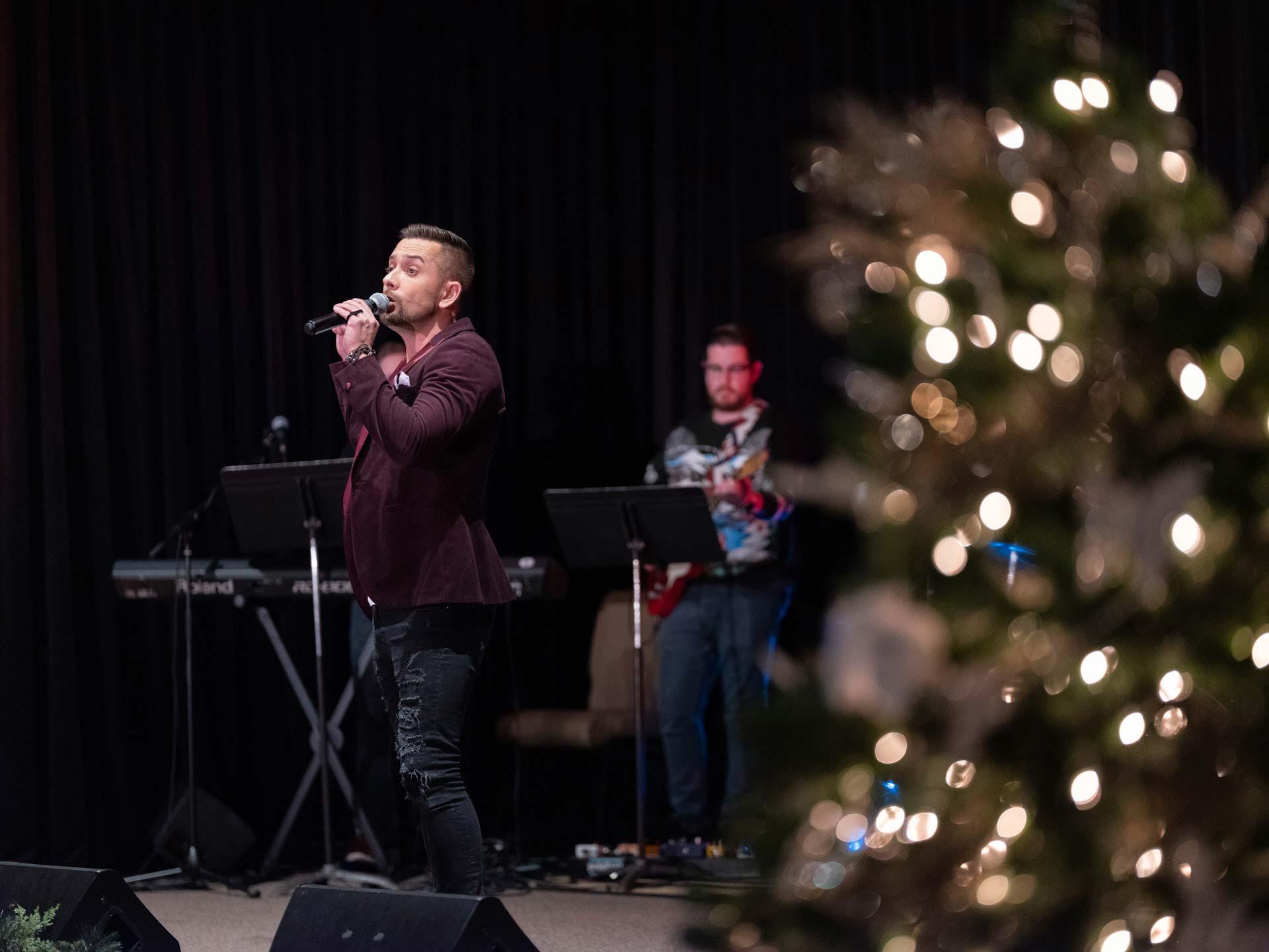 sharing-the-joy-of-the-season-harmony-christmas-benefit-concert-8