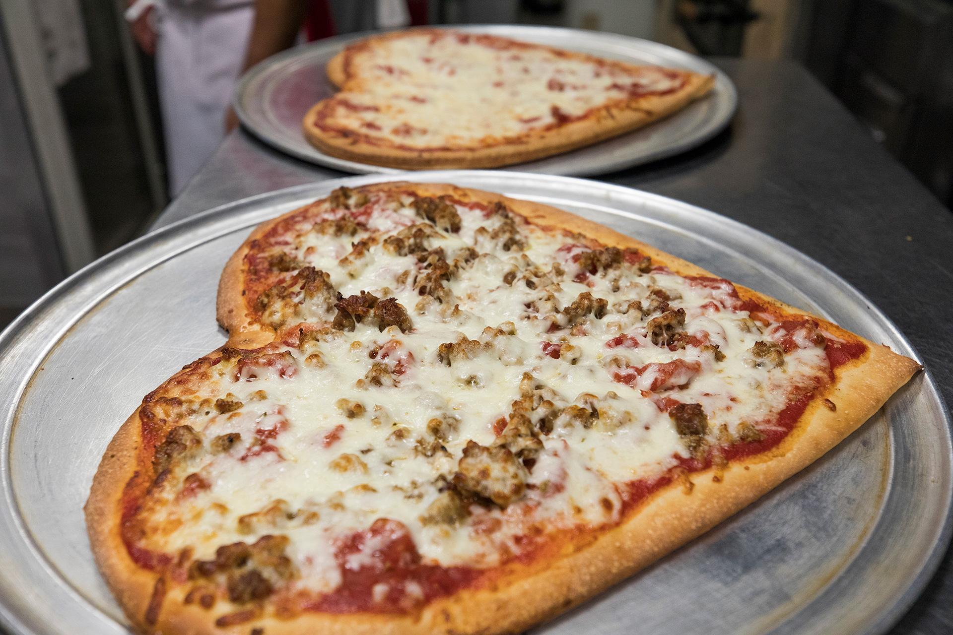 TCPizzaMaking-12HeartPizza