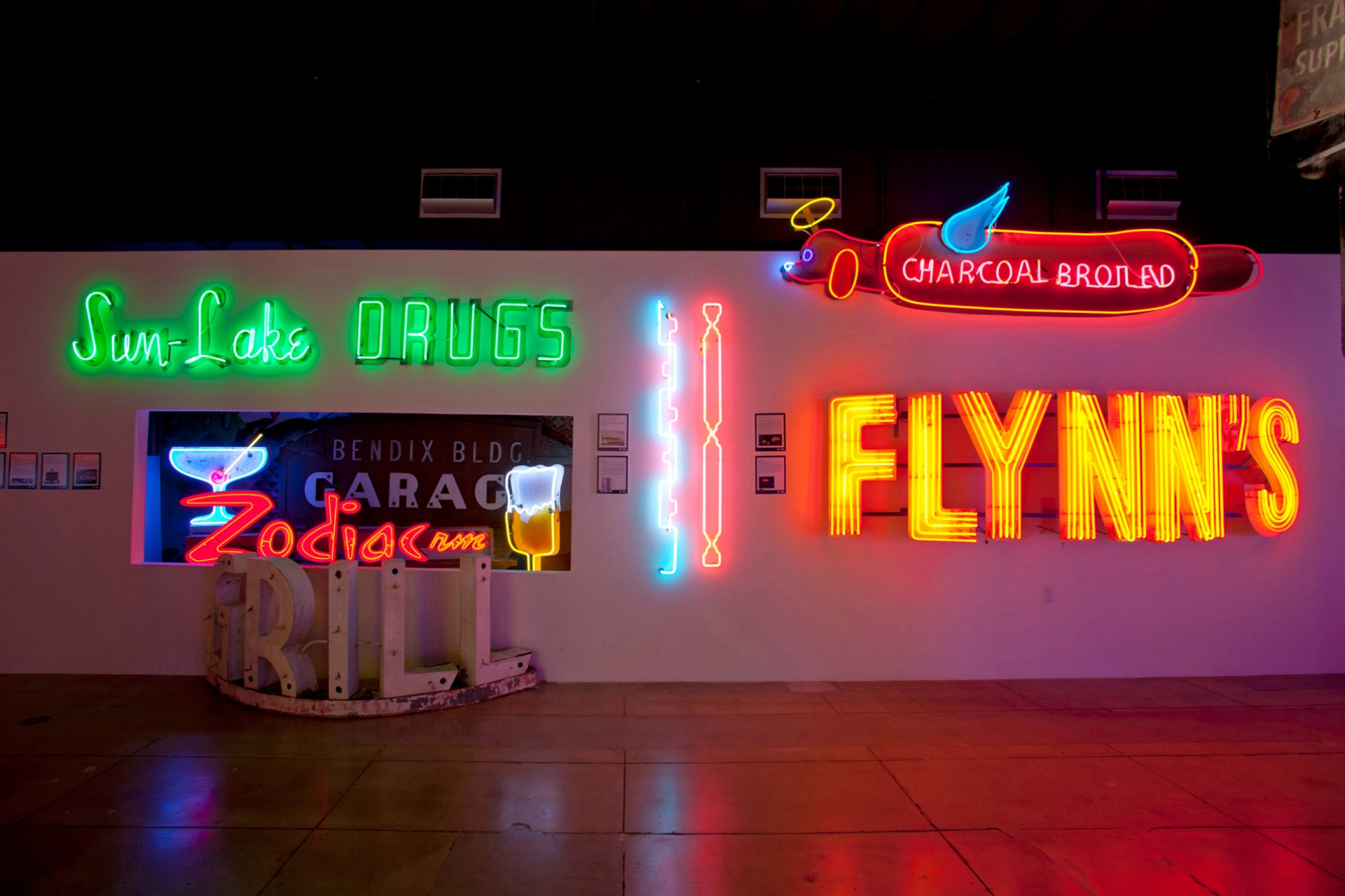 history-close-to-home-7-mona-museum-of-neon-art-toluca-lake-papoos-hot-dog-show
